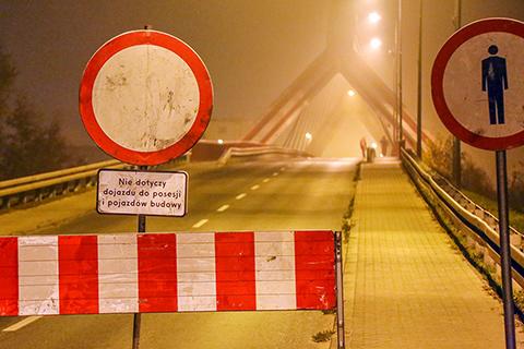 Przez nowy most tylko spacer (zdj�cia, wideo)