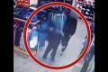 Zuchwa�a kradzie� w sklepie Multisport (nagranie z monitoringu)