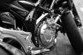 Motocykl uderzy� w ci�ar�wk�. Kierowca jedno�ladu z zakazem