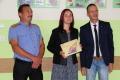 Radny gminy Baranowo nagrodzi� uczennic�