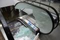 Uszkodzone schody w hali targowej