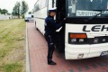 Policjanci kontrolują autokary i ciężarówki