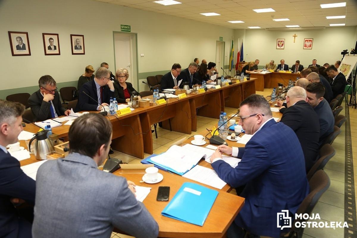 0458d4ebfe Radni miasta kontynuowali rozpoczętą w czwartek 27 grudnia br. sesję rady  miasta. Obrady zostały odroczone na wniosek prezydenta miasta Łukasza  Kulika