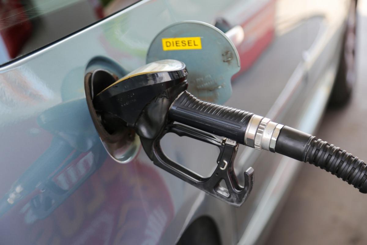 7e70dbc71659ae Nie przepłacaj za paliwo. Tankując do pełna, dzięki naszemu zestawieniu,  możesz zaoszczędzić nawet kilkanaście złotych. Sprawdź aktualne ceny paliw  w ...