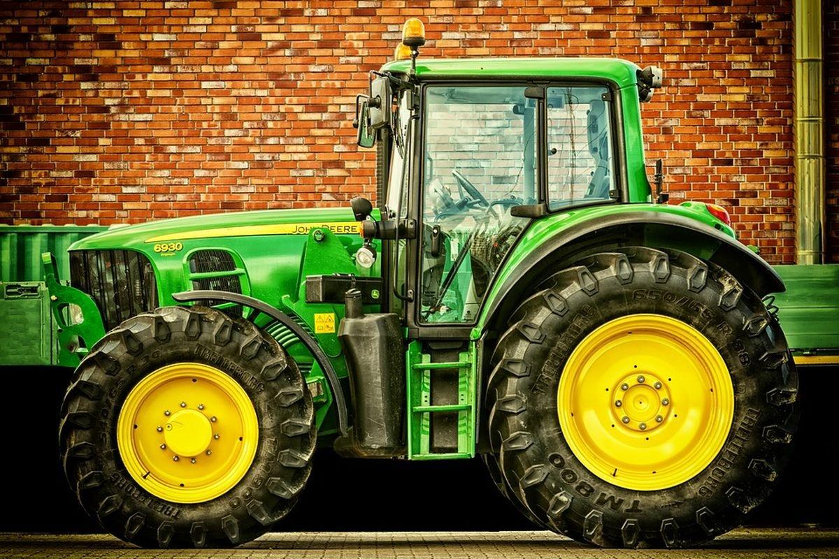 randki traktor spotykasz się z kimś poniżej twojej klasy społecznej